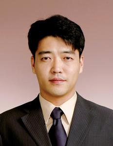 Yong Ju Lee